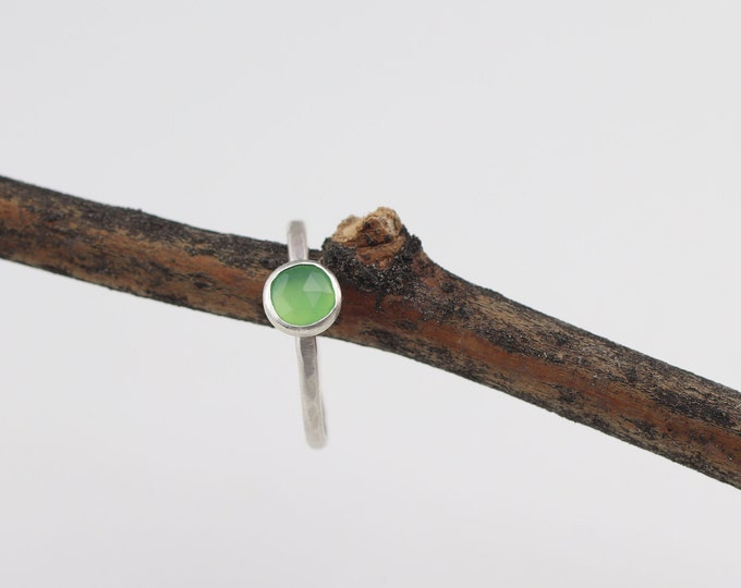 Rose cut chrysoprase Stacking Ring Sterling Silver Size 8