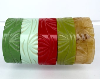 wonderful fab-a-lite bakelite bangle 40s look leaf design - vintage reproduction