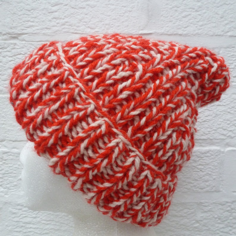 Red /& white hat comfy winter vintage hand knit beanie 1980s cosy chunky accessory boho rustic mens hat medium slouchy /'80s hipster gift.