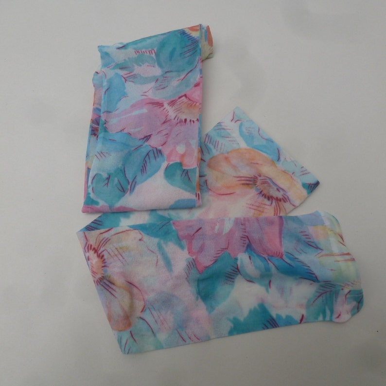 Mary quant pop sox Blue /& pink pastel floral nylon pop socks knee high. Unused accessories 1980s vintage retro Made in England hosiery