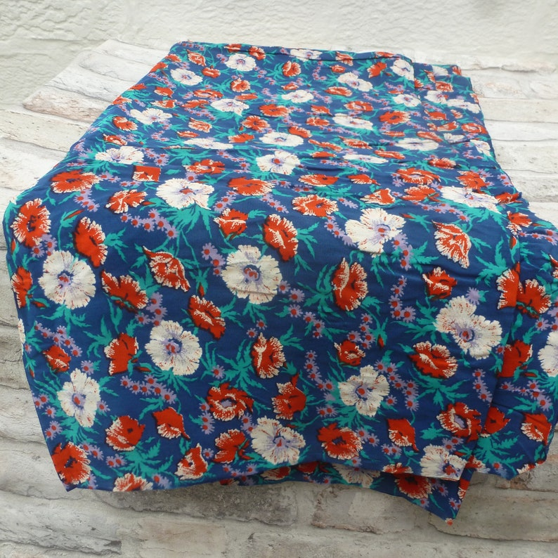 Cloth floral craft supply material vintage 70s nylon fabric flower red green blue home decor hobby needlecraft,