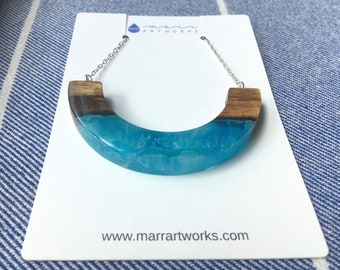 Mango Wood and Blue Resin Necklace