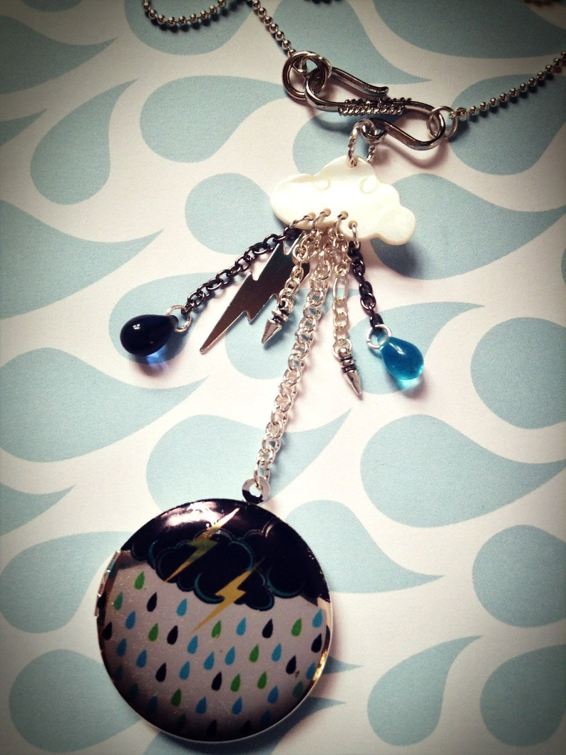 STORMY NIGHTS Mother of Pearl and Silver plated Locket on 17 silver plated ball chain