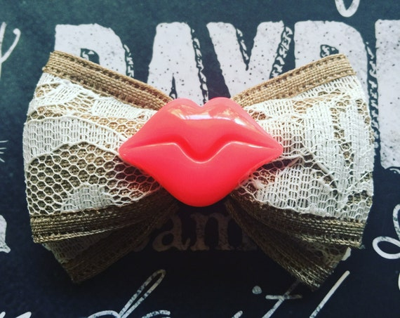"2"" Burlap and Lace with Lips Mini Bow"