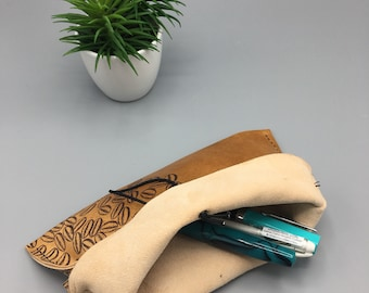 Stamped Beans (Light Roast Brown - 1) - Traveler's Pen Pouch - Leather
