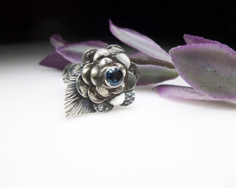 Blue Topaz Flower Ring. Sterling Silver Layered Flower Ring. London Blue Topaz Ring. Boho Flower Ring