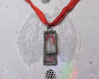 Pressed Leave Glass Pendant Necklace