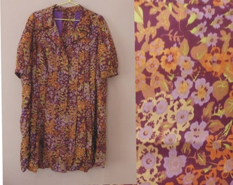 6c015787 70s shirt dress. 3XL EU size. Multicolor polyester oversized floral dress,  inner lining purple polyester. In a very good vintage condition.