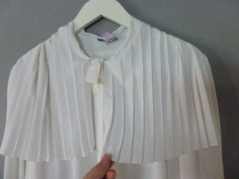 In a very good vintage condition. White oversized pleated shirt with big pleated collar XXL size 100/% polyester 80s Weinberg shirt