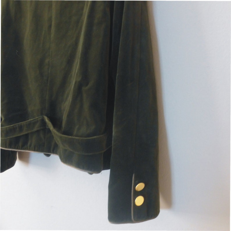 In a very good vintage condition. Olive green velvet jacket with golden buttons /& mao neckline 80s classy blazer L size made in Greece