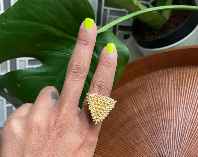 Featured listing image: Vintage triangle box ring