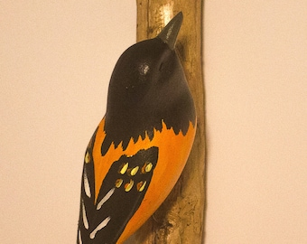 Baltimore Oriole - right facing. Handcrafted, carved  wooden bird, painted bird, home decor, wall decor, Made in USA