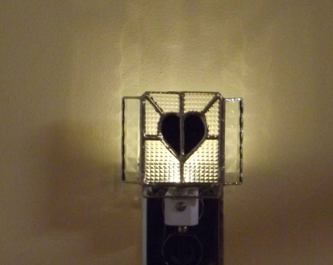 """""""Black Heart"""" Stained Glass Night Light LED Night to Day Sensor Home Decor"""