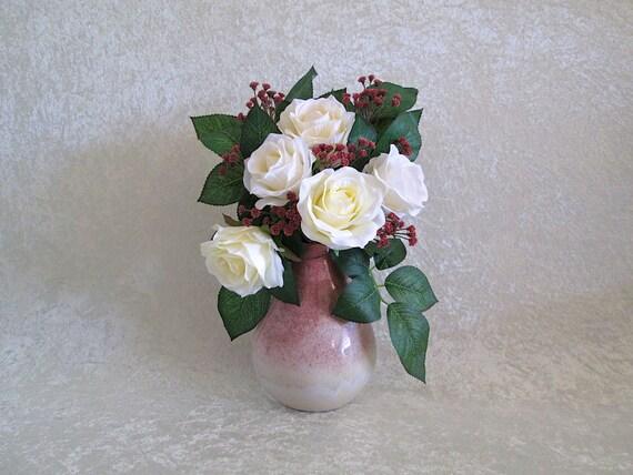 Arreglo Floral De Seda Marfil Rosas En Un Pequeño Jarrón De Cerámica De Color De Malva Arreglo De Flores De Seda Hogar O Decoración De La Oficina