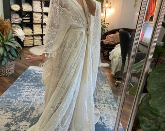 Open to Love kimono in lace on sale