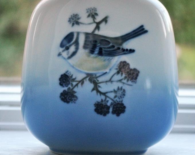 Royal Copenhagen Bird Vase Chickadee #4880 Antique Denmark