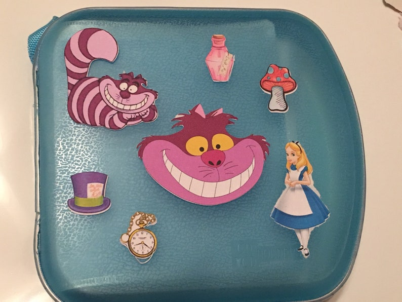 Alice In Wonderland Starter Lanyard Set w// 5 Themed Disney Trading Pins NEW