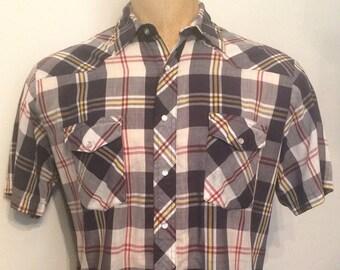 Vintage MENS Wrangler bright plaid short sleeve western style shirt
