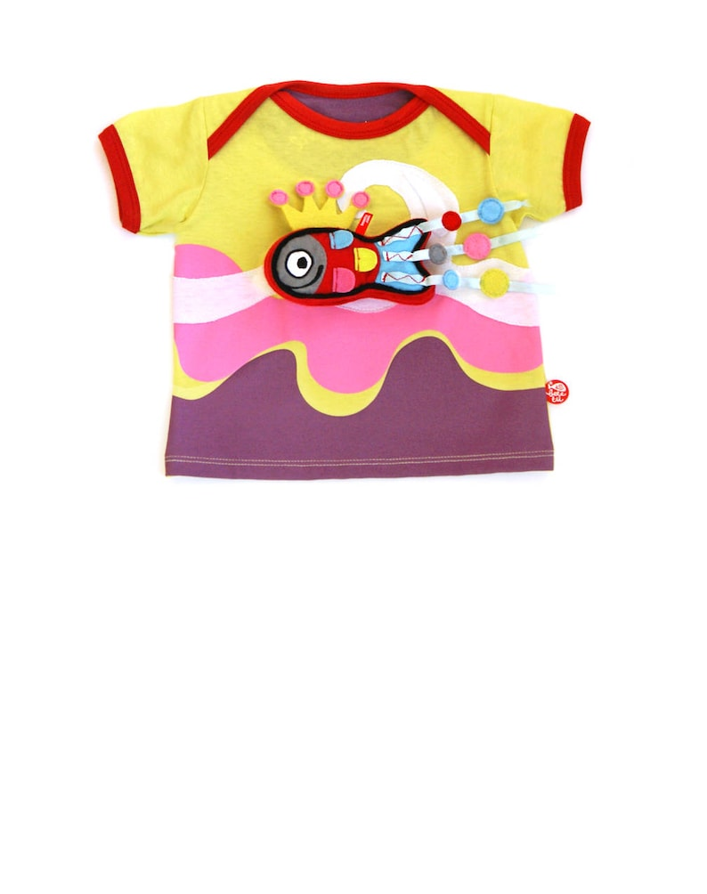 BEEETÚ Baby T-shirt surf girl and cheerful fish image 0