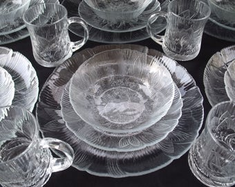 Arcoroc France Canterbury Crocus 6 Place Settings 24 Pieces