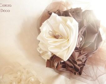 "Mariage chocolat & ivoire : bouquet de mariée en corolle de tulle ""Maya"""