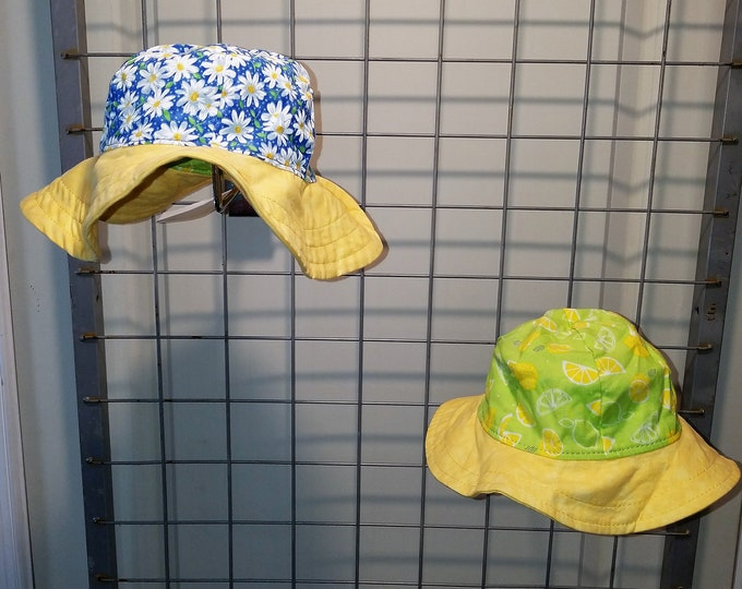Reversible Sun Hat Lemon and daisy with yellow brim