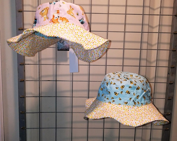 Reversible Sun Hat Bees and Forest animals with a polka dot brim