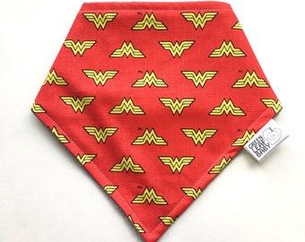 Wonder Woman baby bib - Superhero baby bib - Wonder Woman bandana bib - Wonder Woman gift - geeky baby gift