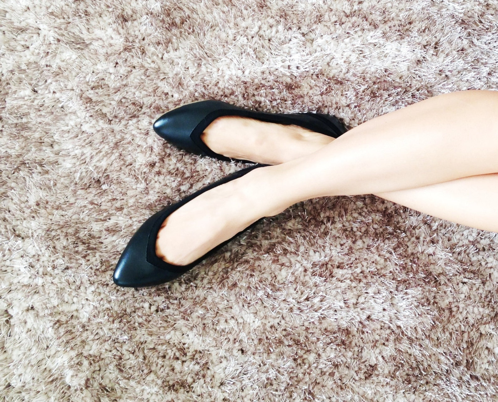 on sale! vegan black ballet flats // full black noir // pointed sexy elegant flats - from 60 to 30dls