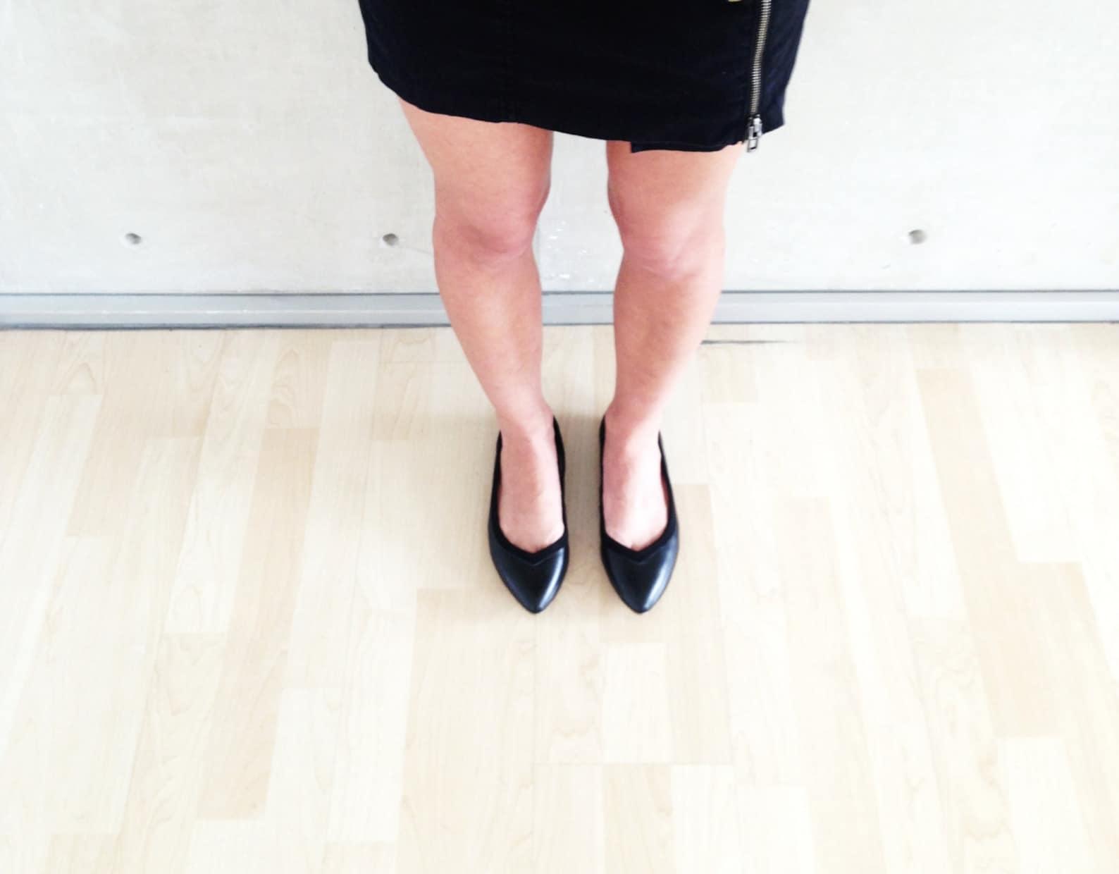 on sale! vegan black ballet flats // full black noir // pointed sexy elegant flats - from 60 to 30dls