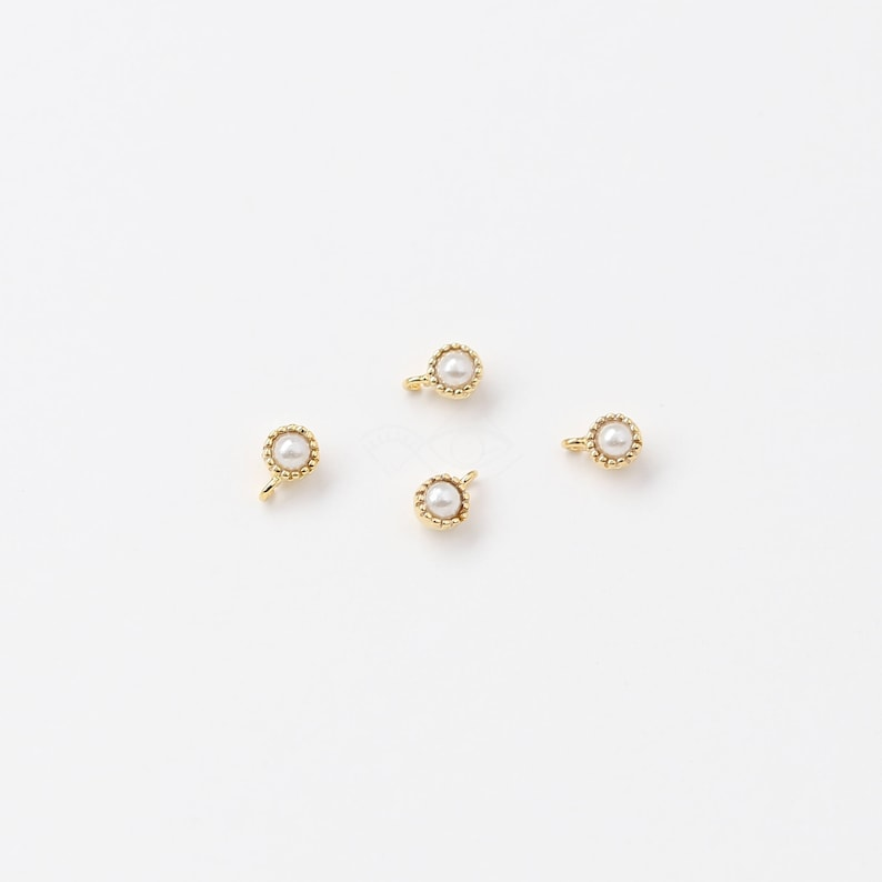 3492011 / Tiny Round Pearl / 16k Gold Plated Brass Framed image 0