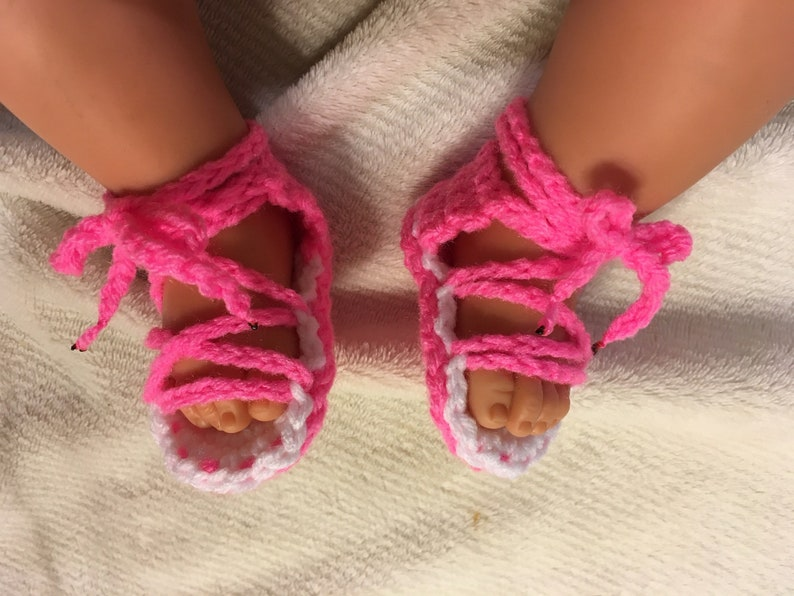 f6c8fb81196 Crocheted Pink and white gladiator sandals baby sandals