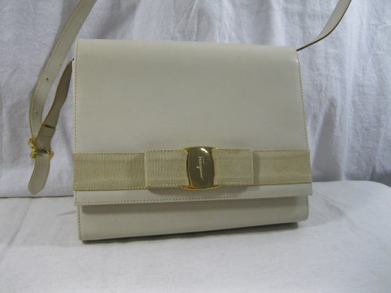 c8ffc4f7351 Vintage Salvatore Ferragamo vara light beige leather bow   Etsy