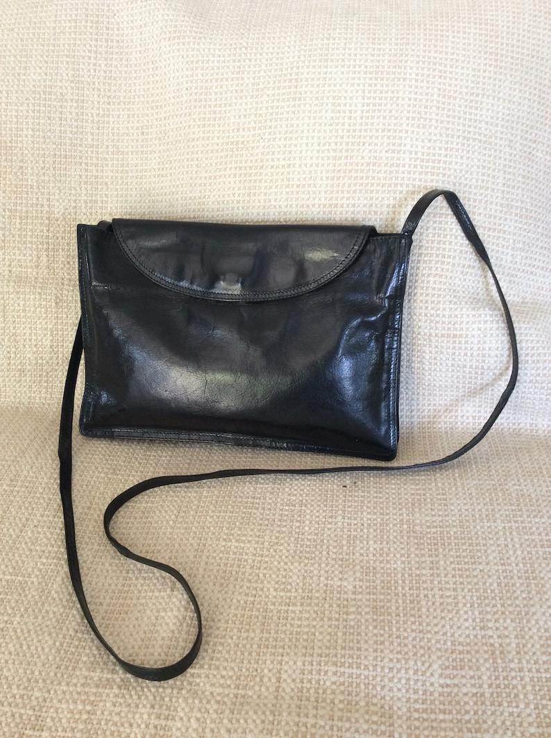 9da15e63283d Vintage BOTTEGA VENETA black leather front flap shoulder bag
