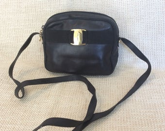 713678b115f Genuine vintage fashionable Salvatore Ferragamo Vara black leather shoulder bag  crossbody