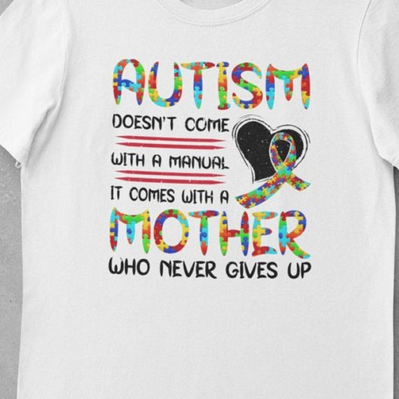 Beautiful Autism Mom T-Shirt, Autism Doesn't Come with a Manual, It comes with a Mother who Never Gives Up