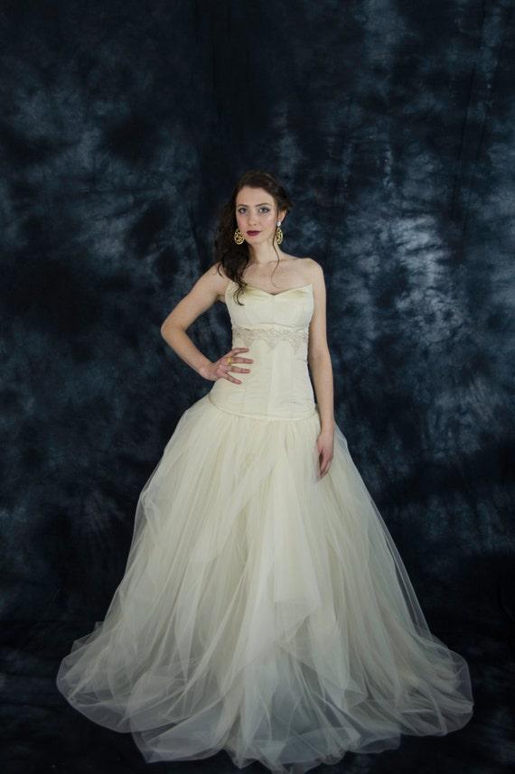 Vestido de novia color beige