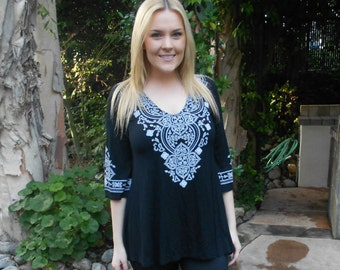 Plus Size Tunic Top, Plus Size Top, Plus Size Clothing, Plus Size Tunic, Black with White S M L XL 2X 3X, V Neck, 3/4 Bell Sleeve