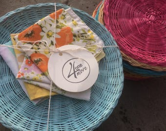 Picnic Gift Set, Wicker Plate Holders, Cloth Napkins, Summer Dining, Outdoor Dining, Hostess Gift, Gift for Her, Vintage Kitchen