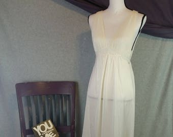 f47e477df8b Vintage 80s Miss Elaine Womens Petite Full Sweep White Nightgown Lingerie  Teddy
