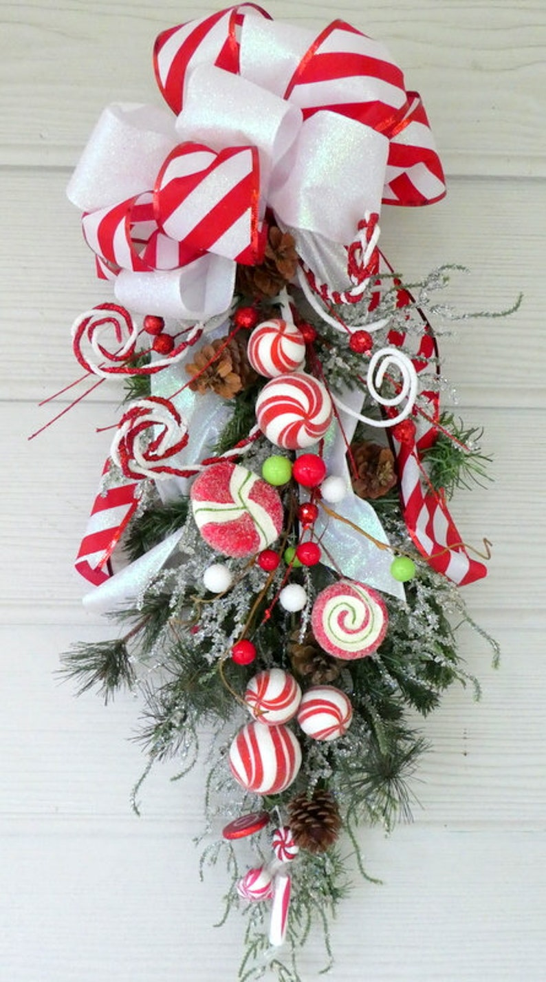 Christmas Candy Decorations.Christmas Candy Door Swags Wreaths Christmas Decorations Christmas Wreaths Door Decorations Traditional Christmas