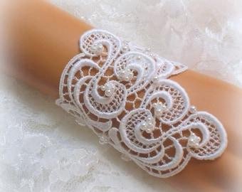 6.5 inch -  WhiteVenise Lace Bridal Bracelet / Wedding Lace Bracelet / Bridal Wrist Cuff / Bridesmaid Bracelet