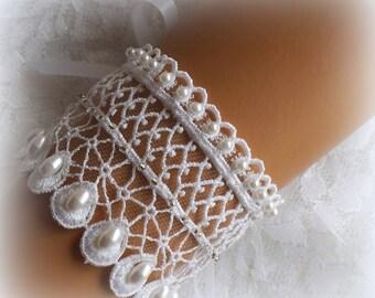 White Lace Bridal Bracelet / Wedding Lace Bracelet / Bridal Wrist Cuff