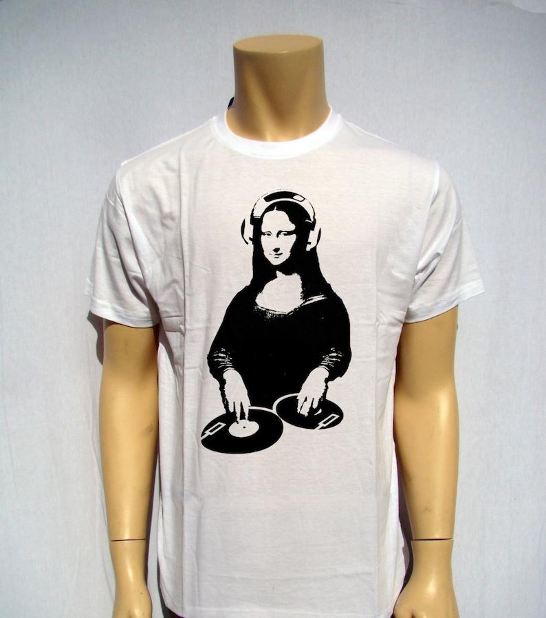 ac192f59f Men's T Shirt DJ Mona Lisa Tonight At The Louvre Printed T   Etsy