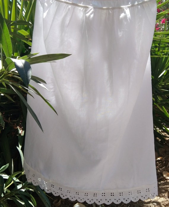 White Half Slip Eyelet Lace Trim Vintage Under Skirt Lingerie Medium #sophieladydeparis