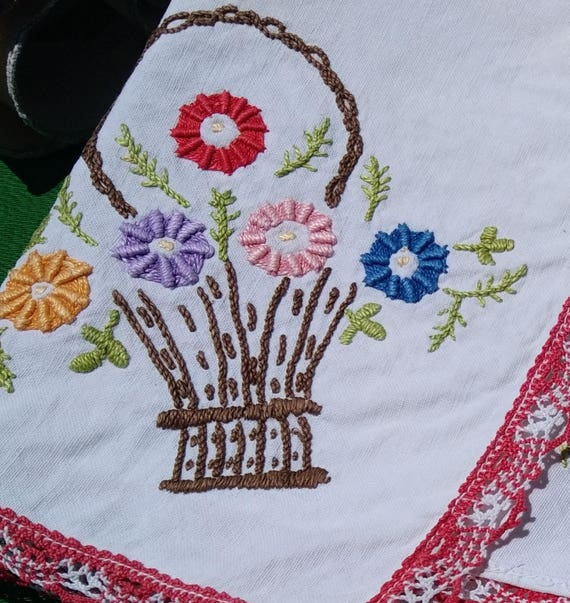 Shelf Edging Antique Floral Basket French Home Decor Linen Red Lace Trim White Hand Embroidery Valance Sewing Project #sophieladydeparis
