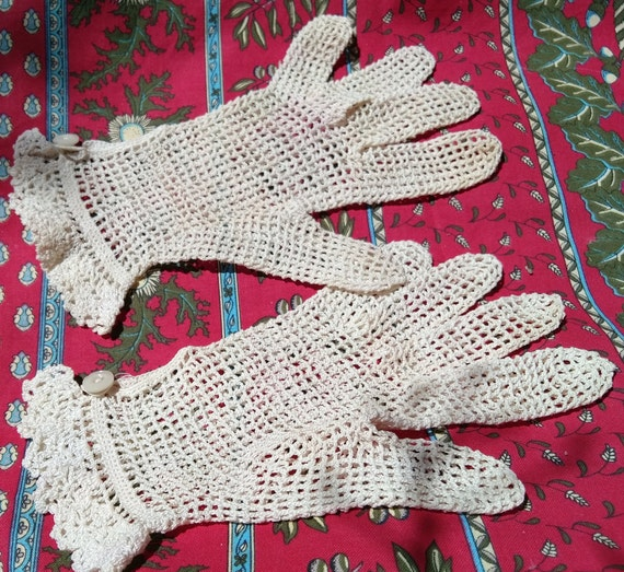 Antique Lace Gloves French Beige  Hand Crochet Cotton Filet Size Medium 7-7.5 Bridal Accessory #sophieladydeparis