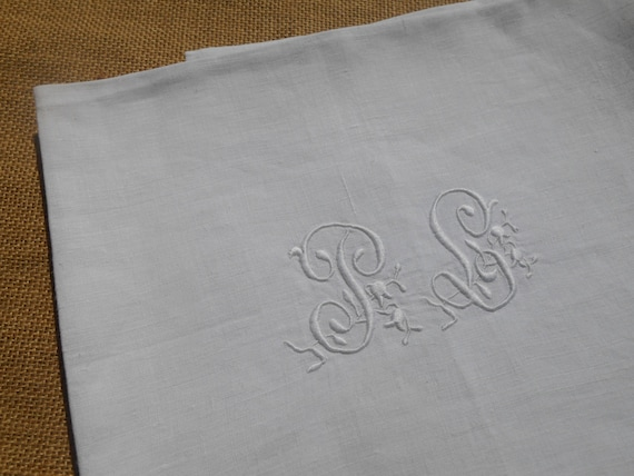 XL Victorian Towel White Fine Linen Towel French Monogrammed High Quality Linen #sophieladydeparis