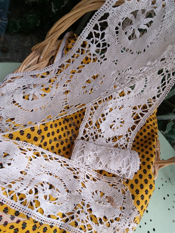 Victorian Lace Shelf Edging Home Decor Crocheted Lace Long Wide Off White Cotton French Valance #sophieladydeparis