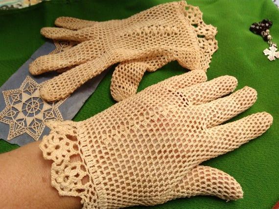 Antique Lace Gloves Beige French Filet Hand Crochet Cotton Size Medium 7 Church Collectible Costume Bride #sophieladydeparis